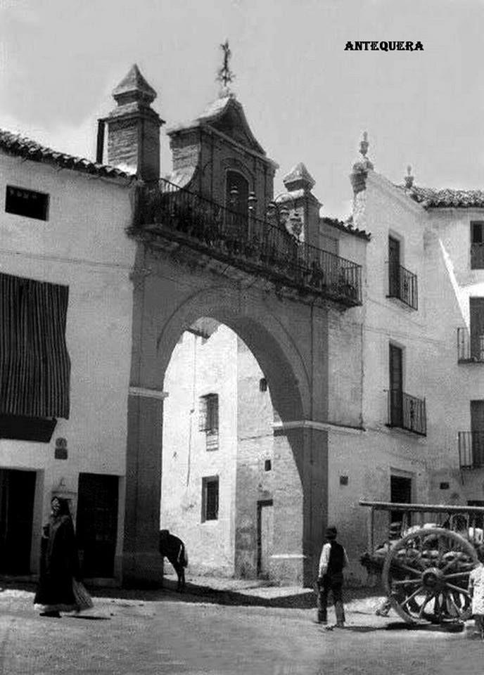 ARCO EN CALLE CAPITÁN MORENO DE ANTEQUERA 1933.