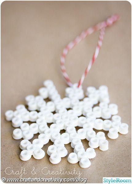 julgranspynt,snöflinga,pärlplattor,pärlor,plastpärlor,julpynt,pulpyssel,pyssel
