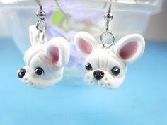 """Bulldog Francés blanco de pendientes - encantos de miniatura de la arcilla """"polímero joyería Bulldog Francés regalos perro amante"""" cuelgan a amigo de regalo de Frenchie de pendientes"""