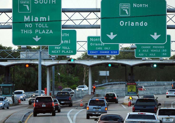 Las ciudades de Miami y Orlando estan conectadas por la autopista Florida Turnpike. Son 370 kilómetros (230 millas) que se recorren en menos de 4 horas. A lo largo del recorrido hay varios puntos (a una distancia aproximada de 80 kilómetros o 50 millas) con estaciones de servicios, cajeros automáticos y restaurantes que están indicados …