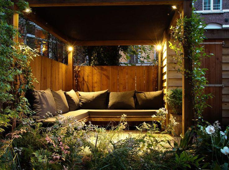 25 beste idee n over kleine planken op pinterest achter deur opslag badkamer muur opslag en - Eigentijds pergola design ...