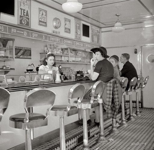 1941 - White Tower hamburger stand, the popular place in New York