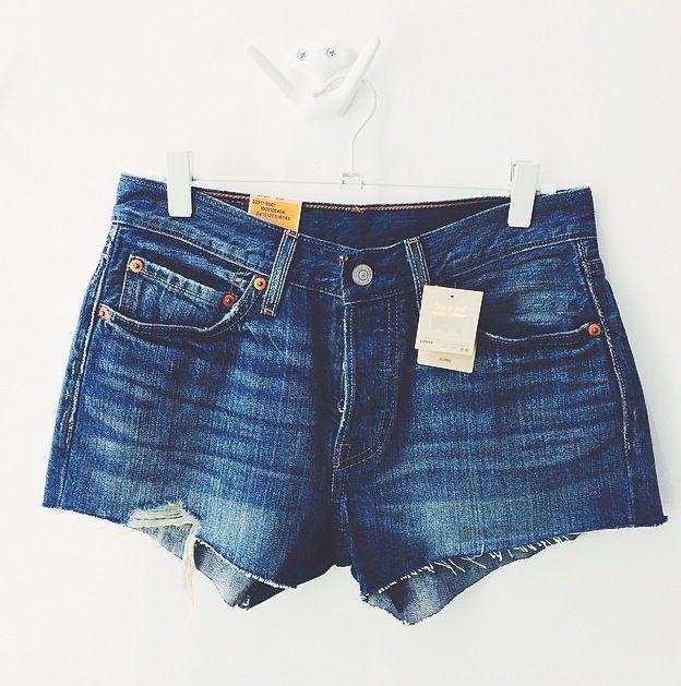 Mimmien Levi's 501 shortsit, 50 €. JC Jeans Company, 4. krs.