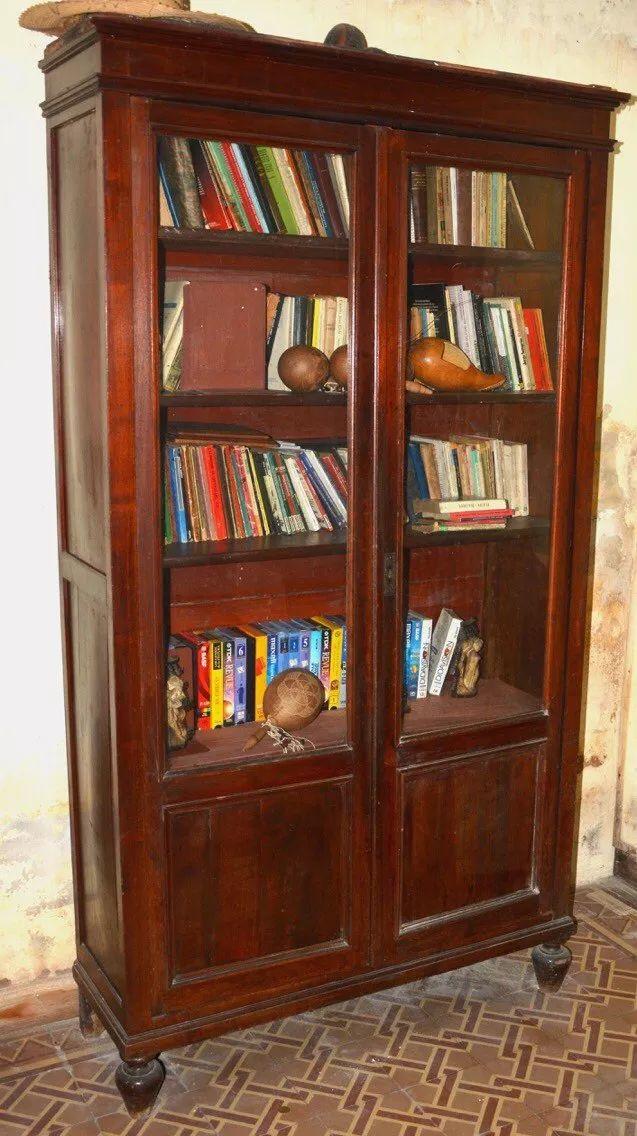 biblioteca-antigua-maderas-y-cristales-en-buen-estado-D_NQ_NP_861515-MLU25243811449_122016-F.webp (637×1136)