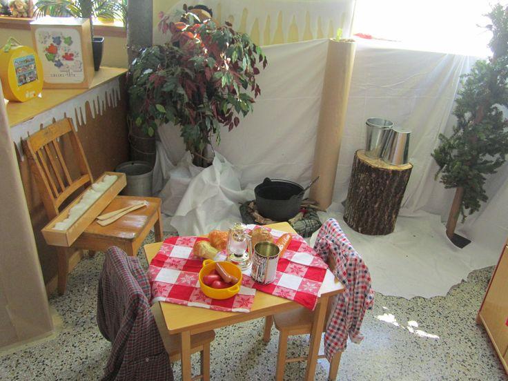"""Une vue sur notre """"érablière"""", notre table à manger ainsi que sur notre plat de tire!"""