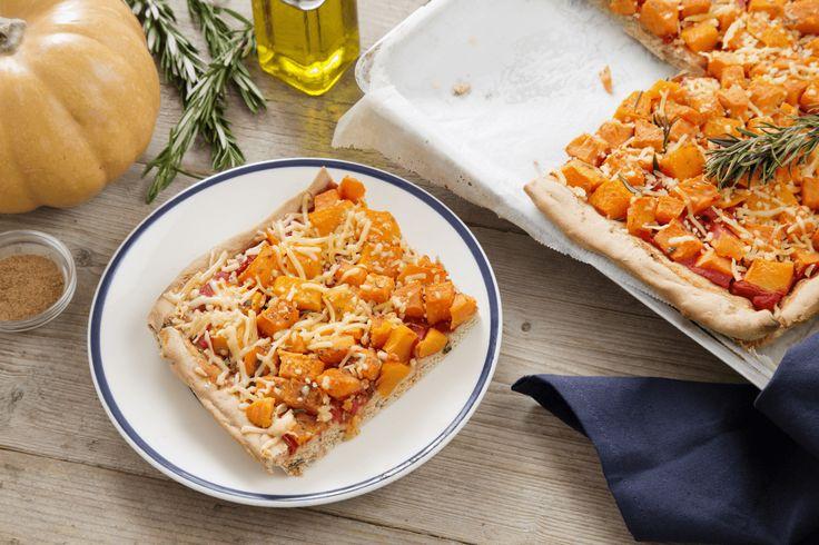 Een volkorenpizza met flespompoen, zoete aardappel, rozemarijn en een vleugje Ras el hanout. Dat is nog eens een verrassende pizza.