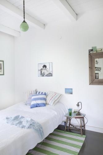 Vadregényes városi nyaraló – nyugodt hálószoba