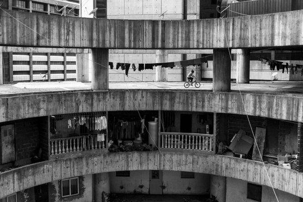 De 'Toren van David' in Caracas is een verticale sloppenwijk #fotoreeks http://t.co/42wHbB4XFc http://t.co/NL6Nk9oV7p