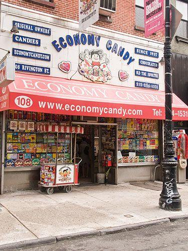 Economy Candy, 108 Rivington St. Lower East Side, NYC Pour des friandises de toutes les époques...