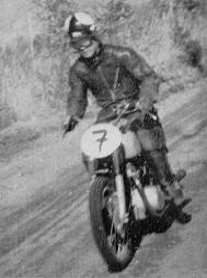 350cc 優勝の大村美樹雄(ホンダ)  1955浅間高原レース