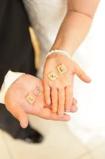 great wedding picture idea - wish I had -thought of this/seen it 6-1/2 years ago! :)