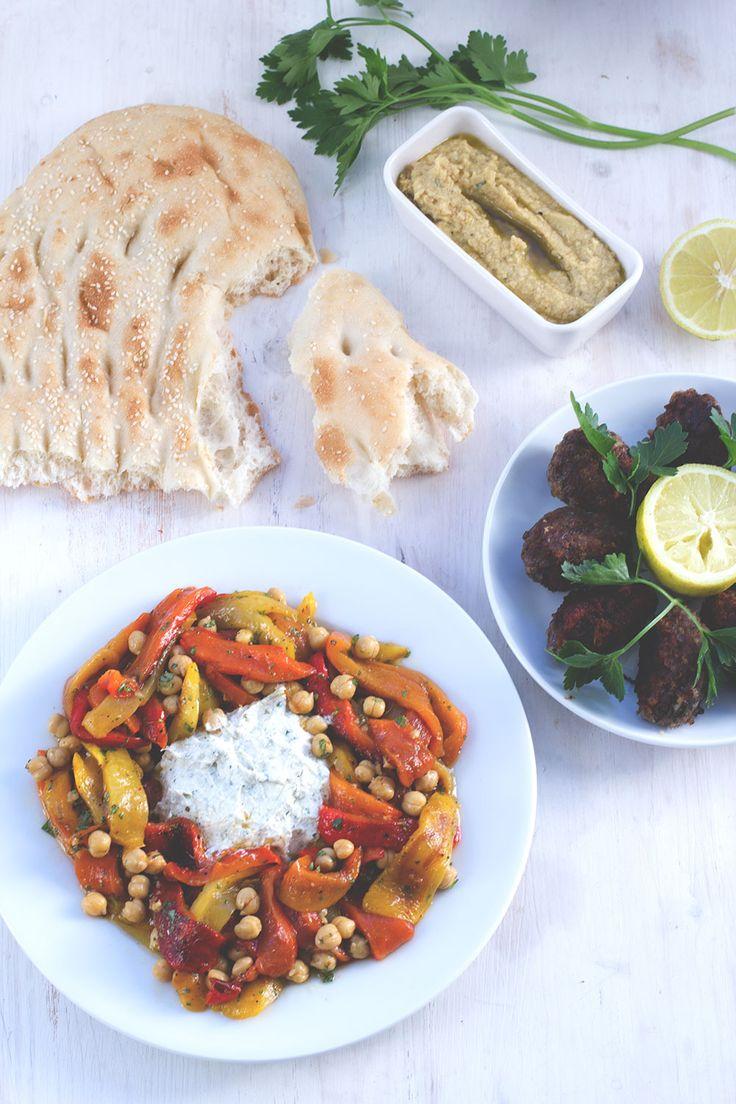 Tausendschönes Marokko: Paprika-Kichererbsen-Salat mit Ziegenfrischkäse und Lamm-Köfte