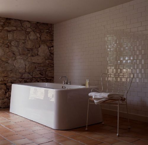 Terracotta Bedroom Designs: White Subway Tiles Against Terracotta Floor Tile @Holly