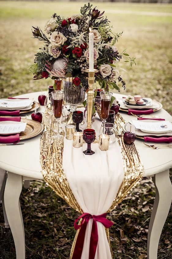 20 fall wedding table setting with a gold table runner and burgundy glasses, napkins and flowers - Weddingomania