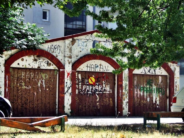 Mostar - garaże, a raczej pozostałości po nich