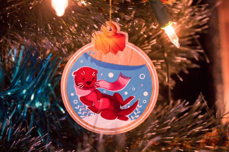 Vous cherchez un petit cadeau original à offrir ? Mes décoration d'hiver sont disponibles et envoyées le lendemain de votre commande. Il est encore temps ! http://etsy.me/2AlORAt #decorationinterieure #loutre #decoration #decorationdenoel #sapindenoel