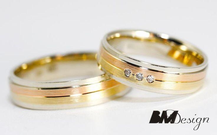 Nowoczesne obrączki ślubne z trzech kolorów złota z diamentami. #obraczkislubnerzeszow #diamentyrzeszow  #obraczkislubne #obrączki #Rzeszów #diamenty #Carbon #pierśconki #złotnik #Jubiler #naprawa #nazamówienie BM Design!