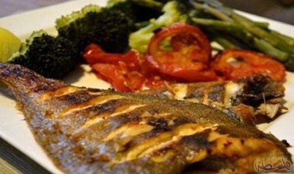 تعرفي على طريقة عمل سمك مشوي بالخضار Seafood Recipes Fish Recipes Food