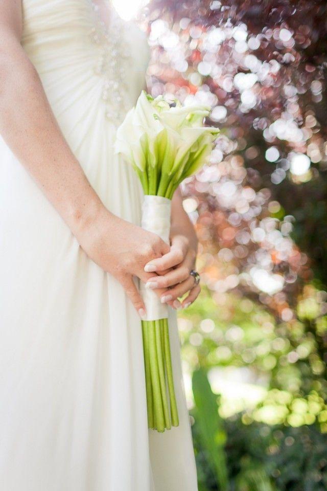 Witte lelies zijn perfect te gebruiken als bruidsboeket in de zomer