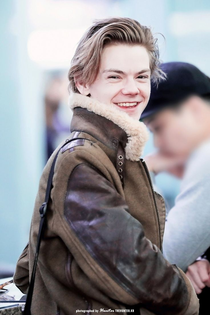 I swear when I have a kid if it's a boy I'm making him do his hair like this like holy hell its incredible. Or pretty much any other style that Thomas has ever had and I wanna name my son Timothee or Charles or Thomas (not cause of Thomas Brodie sangster) and if it's a girl then I'm either naming her Emma or ray or Vera