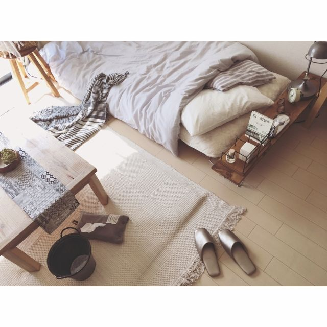 minami_09さんの、ローテーブル,テレビ無し生活,暮らし,ナチュラル,古いもの,インダストリアル,ニトリ,無印良品,賃貸,ブランケット,暮らしを楽しむ,一人暮らし,ボタニカル,ベッド,ラグ,足場板,WOODPRO,niko and… ,3Coins,スリッパ,Bedroom,のお部屋写真