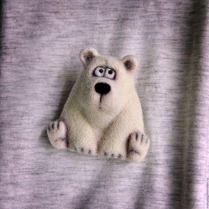 Купить или заказать Валяная брошь 'Полярный мишка' в интернет-магазине на Ярмарке Мастеров. Валяная брошечка в виде полярного белого медведя. Выполнена из новозеландского кардочеса, сзади металлическая застежка. Мишка дом нашел. Если Вы хотите быть в курсе новостей моего магазинчика, добавляйте меня в…