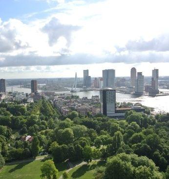Tarieven Euromast: Trakteer jezelf op een waanzinnig uitzicht over Rotterdam. Entreeprijs Volwassenen €9,25. Kinderen 4 t/m 11 jaar €5,90. 65+ €8,25.