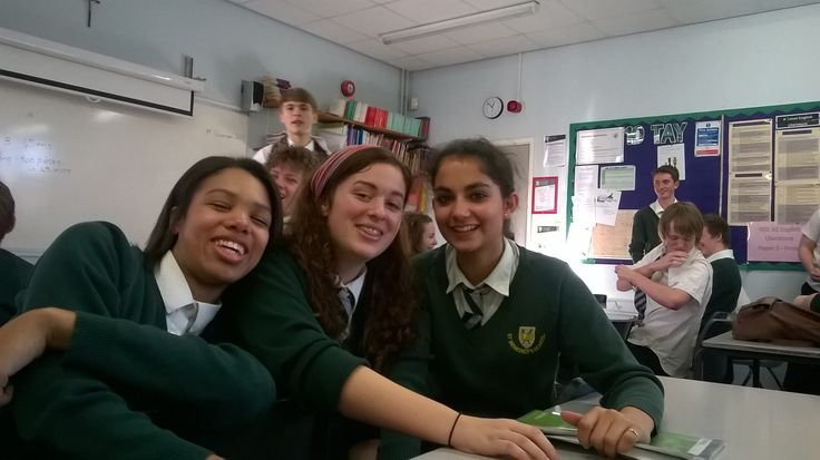 #tbt giant photobomb in english :') @pippyhippie @bethanyunsworth