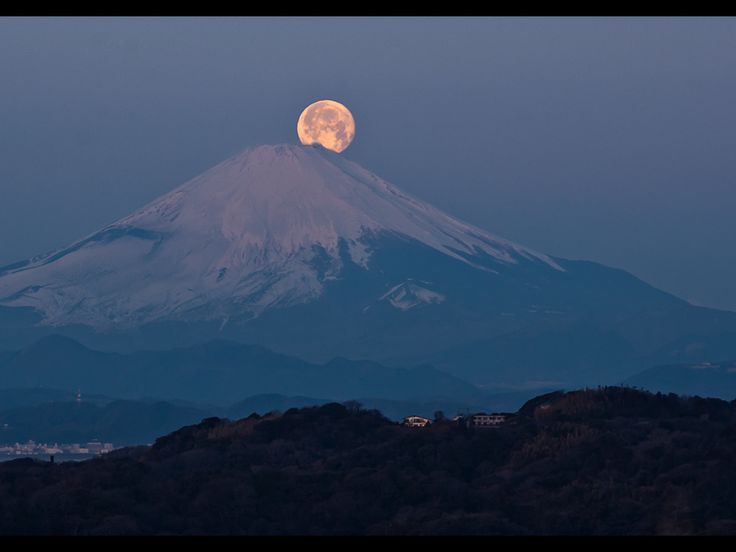 Fujiyama with the moon