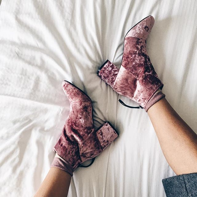 Pink velvet boots for fall trends. See more at www.herstyledview.com