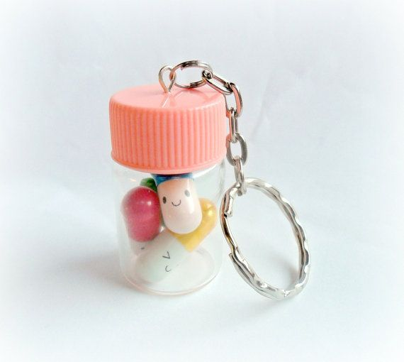 Gelukkig pillen fles ketting of sleutelhanger door aLilBitOfCute