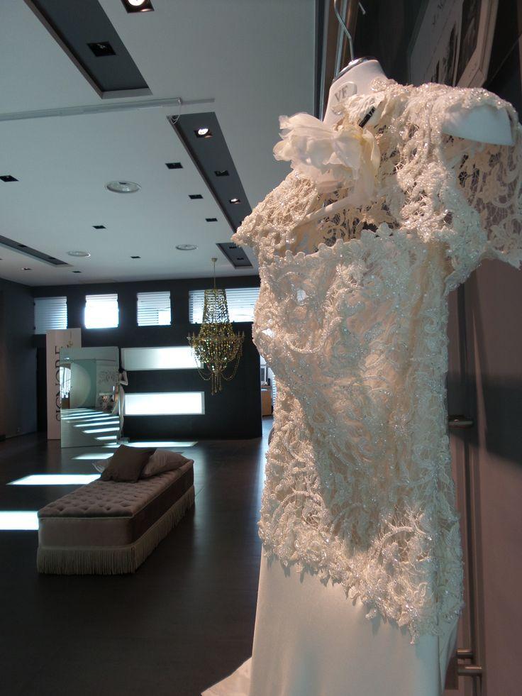 #party #weddingparty #Napoli #maisonsignore #ateliersignore #excellence #victoriaf #antonioriva #enzomiccio #valeriamarini #inaugurazione #palazzocalabritto #fashionshow #fashionparty #weddingevents #sposa #bridalfashion #collezionisposa