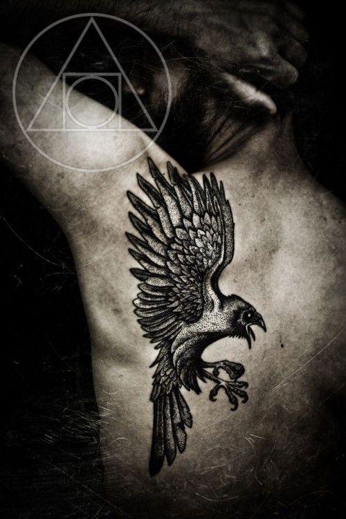 Le corbeau  un symbole viking fort en guise tatouage dans 20 motifs de l\u0027