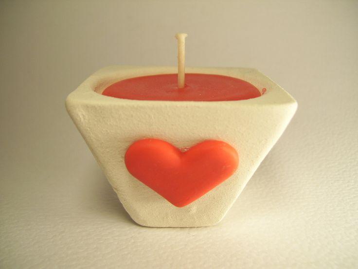 Souvenir de bautismo de vela en maceta cuadrada con corazón