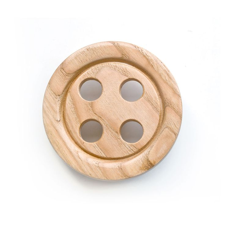 Articolo: BOTLEGNOCASTAGEssential, vibrant and playful - these are Mark Pepper's wooden buttons.