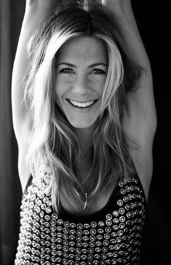Our beauty hero in the office today is the beautiful Jennifer Anniston