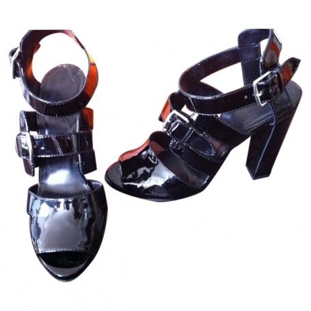 Chaussures HERMÈS Noir taille 39 FR en Cuir vernis  http://fr.vestiairecollective.com/chaussures-hermes,3.shtml    Vestiaire Collective