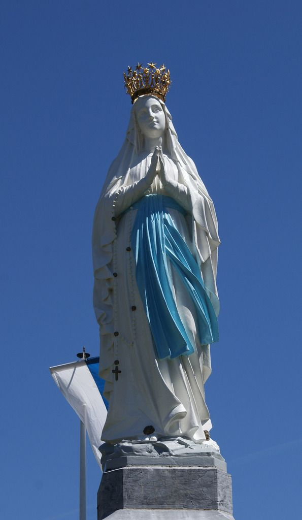 Fête de l'Assomption de la Très Sainte Vierge Marie  Lourdes, Procession mariale , le 14 Août, 2015_ Vidéo réalisée par Adèla Stefanov