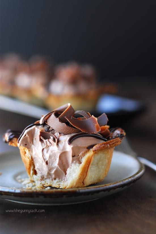 Nutella Mousse Pie Recipe - Nutella Mousse: 4 oz cream cheese - softened and beaten until smooth 1/2 cup powdered sugar 2/3 cup Nutella 1/2 tsp vanilla  beat all and fold in 8 oz. whipped topping