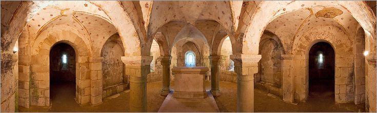 Crypte romane de l'église de Plaimpied (18) (CANON 20D + 17/40mm L)