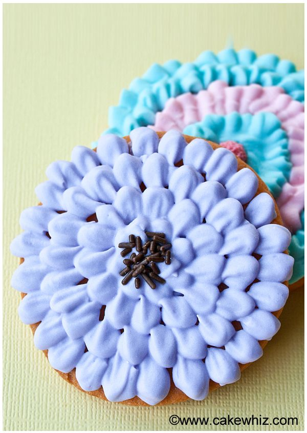 Use this step by step tutorial to make beautiful CHRYSANTHEMUM COOKIES. Easier than you think! Great for Summer parties or even as wedding party favors. From cakewhiz.com