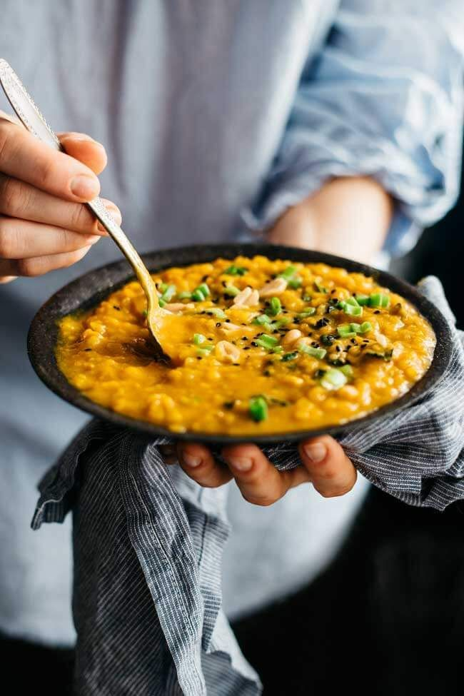 Creamy sweet potato and peanut butter stew with kale #vegan | http://TheAwesomeGreen.com