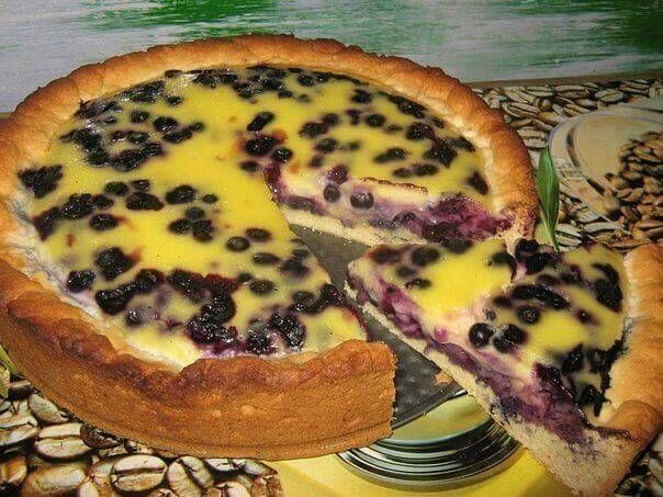 Пирог заливной с черникой