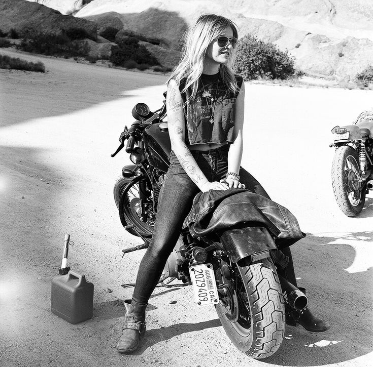 Casey.  Fotografias de Mujeres reales que conducen motocicletas. Women´s moto exhibit de Lanakila MacNaughton