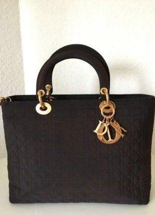Kaufe meinen Artikel bei #Kleiderkreisel http://www.kleiderkreisel.de/damentaschen/handtaschen/145833751-christian-dior-lady-dior-handtasche-gold-braun-textil-tasche-large-bag-brown-top