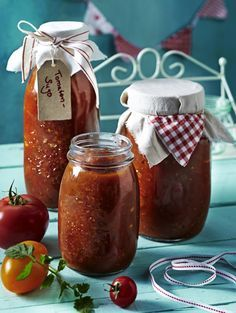 Unser beliebtes Rezept für Tomatensugo für den Vorrat und mehr als 55.000 weitere kostenlose Rezepte auf LECKER.de.