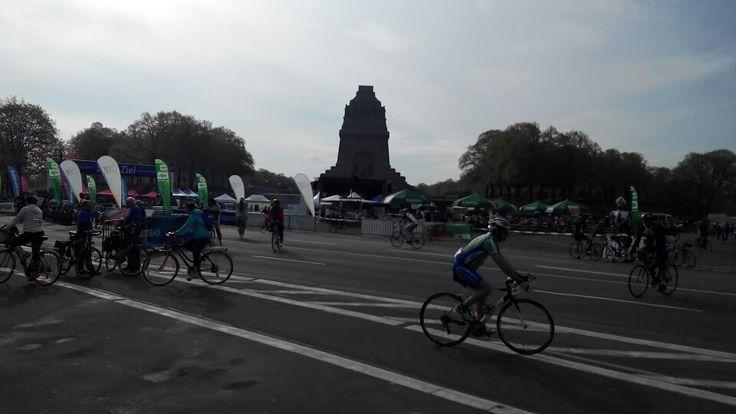 Vor dem #Start zum #LVZ #Fahrrad-#Fest am Völkerschlachtdenkmal in #Leipzig.  Derzeit allerbestes Fahrrad-#Wetter hier vor Ort.  #Radtour #Seen #Spaß