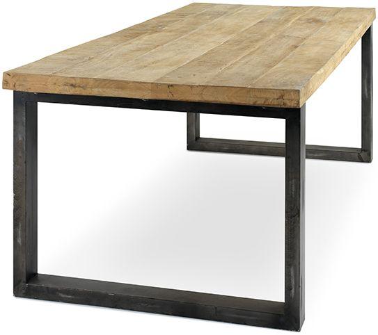 Tafel met een industrieel karakter met bovenblad uit mangohout in plankenstructuur en metalen onderstel. Verkrijgbaar in 3 lengtematen: 200, 240 en 300 cm.