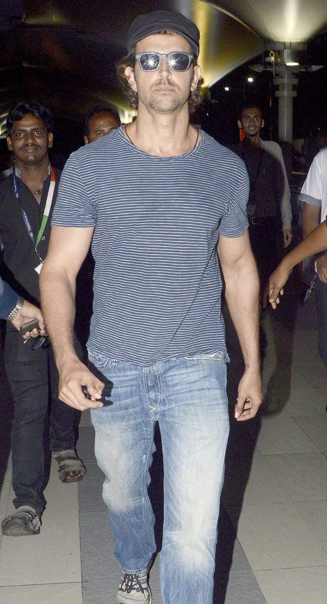 Hrithik Roshan spotted at the Mumbai airport after returning from a schedule of Mohenjo Daro - #MohenjoDaro. #Bollywood #Fashion #Style #Handsome