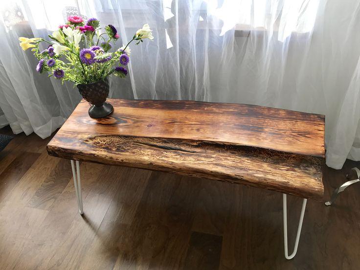 Soffbord/sidobord av återvunnet trä. Reclaimed design & Flowers